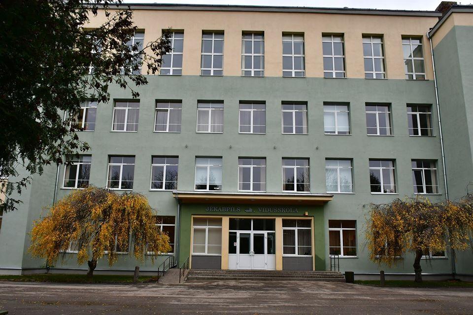 Jēkabpils 3. vidusskola ieskandina 110. jubileju