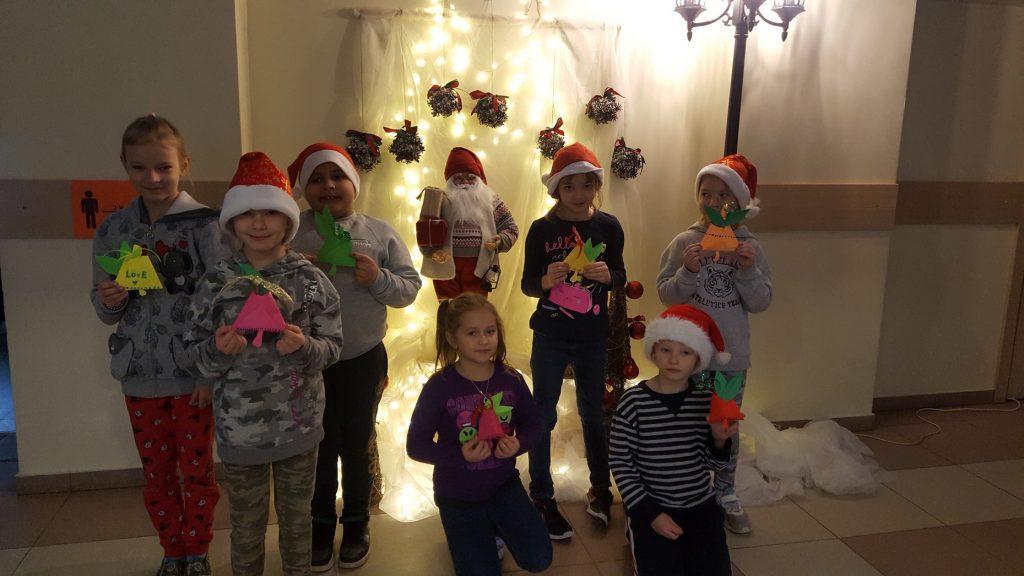 Ziemassvētku rūķi - skolēni
