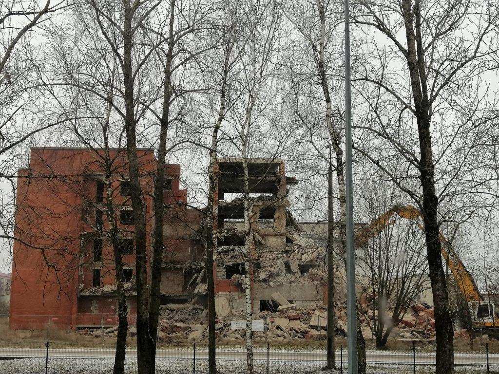 Jēkabpils 3. vidusskolas apkārtnē gruveši